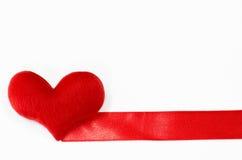Coeur rouge sur le fond blanc, en forme de coeur, jour de valentines concentré Photographie stock libre de droits