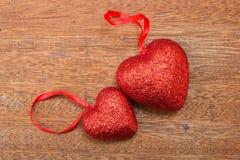 Coeur rouge sur le fond en bois Image libre de droits
