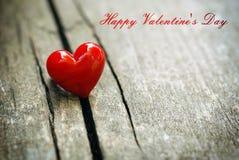 Coeur rouge sur le fond en bois Concept de jour d'amour et de valentines Photographie stock