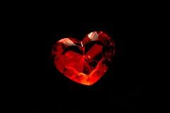 Coeur rouge sur le fond noir Images libres de droits