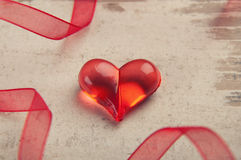 Coeur rouge sur le panneau en bois Photographie stock libre de droits