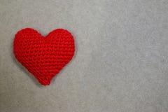Coeur rouge sur le papier avec le copyspace Images libres de droits