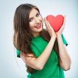 Coeur rouge Symbole d'amour Portrait de belle prise Valent de femme Image libre de droits