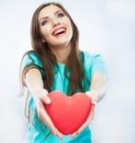 Coeur rouge Symbole d'amour Portrait de belle prise Valent de femme Images libres de droits
