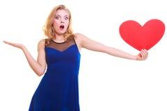 Coeur rouge. Symbole d'amour. Symbole de Saint Valentin de prise de femme. Images libres de droits