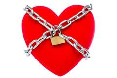Coeur rouge verrouillé sur le cadenas Photographie stock libre de droits