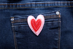 Coeur sur des jeans Photographie stock libre de droits