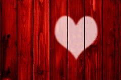 Coeur sur l'amour en bois de jour de valentines de backgroun de barrière Photos libres de droits