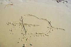 Coeur sur la plage photos stock