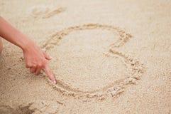 Coeur sur la plage. Photo libre de droits