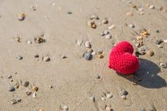 Coeur sur la plage, amour de mer d'été Photographie stock libre de droits
