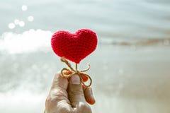 Coeur sur la plage, amour de mer d'été Photographie stock