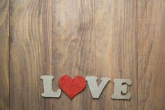 Coeur sur la table en bois Photos stock