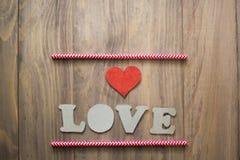 Coeur sur la table en bois Images libres de droits