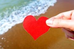Coeur sur le bord de la mer Photo stock