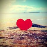 Coeur sur le bord de la mer Images libres de droits