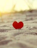 Coeur sur le bord de la mer Photos libres de droits