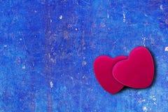 Coeur sur le fond bleu de vintage avec l'espace de copie Photographie stock