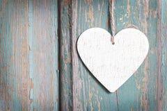 Coeur sur le fond en bois Photo libre de droits
