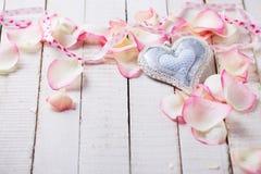 Coeur sur le fond en bois Photo stock