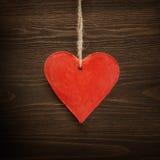 Coeur sur le fond en bois Images libres de droits