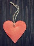 Coeur sur le fond en bois Photos libres de droits