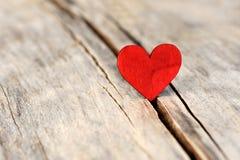 Coeur sur le fond en bois Concept de jour d'amour et de valentines Images stock