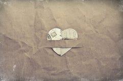 Coeur sur le papier chiffonné Images libres de droits