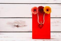 Coeur sur le sac de papier Photos stock