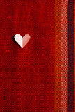Coeur sur le tissu texturisé au jour de valentines Photos libres de droits