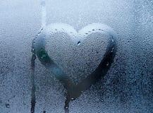 Coeur sur le verre humide Photos libres de droits