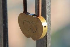 Coeur sur un pont image stock