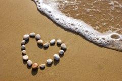 Coeur sur une plage Images stock