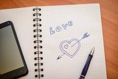 Coeur tiré avec une flèche en bloc-notes Photo libre de droits