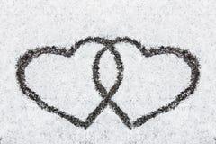 Coeur tordu dessiné en hiver de neige Images libres de droits