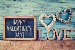 Coeurs, amour de mot et jour de valentines heureux des textes Photo stock