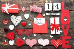 Coeurs avec l'enveloppe, boîte-cadeau Photographie stock