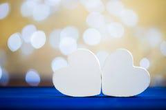Coeurs blancs au-dessus de fond de bokeh Photos libres de droits