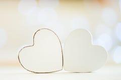 Coeurs blancs au-dessus de fond de bokeh Photo stock