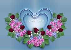 Coeurs bleus avec une guirlande des fleurs sur un fond bleu Images libres de droits