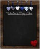Coeurs bleus et rouges de tableau de menu de Saint-Valentin de guingan d'amour Image libre de droits