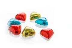 Coeurs colorés de chocolat sur le fond blanc d'isolement Photo libre de droits