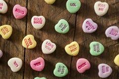 Coeurs colorés de conversation de sucrerie Photographie stock libre de droits