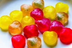 Coeurs colorés de sucrerie pour la Saint-Valentin Photos stock
