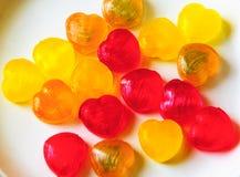 Coeurs colorés de sucrerie pour la Saint-Valentin Images stock