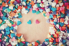 Coeurs colorés de sucreries de confettis Photographie stock libre de droits
