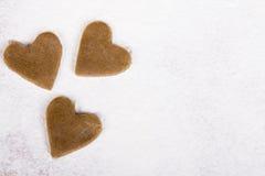 Coeurs crus de pain d'épice Images stock