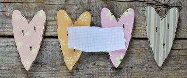 Coeurs décoratifs avec la feuille de papier Photo stock