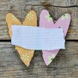 Coeurs décoratifs avec la feuille de papier Images libres de droits