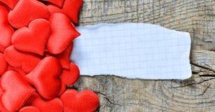Coeurs décoratifs avec la feuille de papier Photo libre de droits
